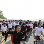 岩田生、健脚を競う